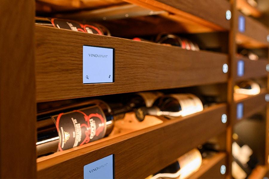 Weinregal VinoVIAVAI Wein liegend mit Bildschirm